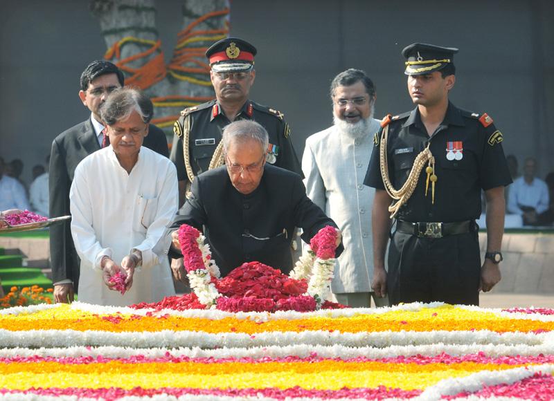 The President Shri Pranab Mukherjee Paying Floral Tributes At