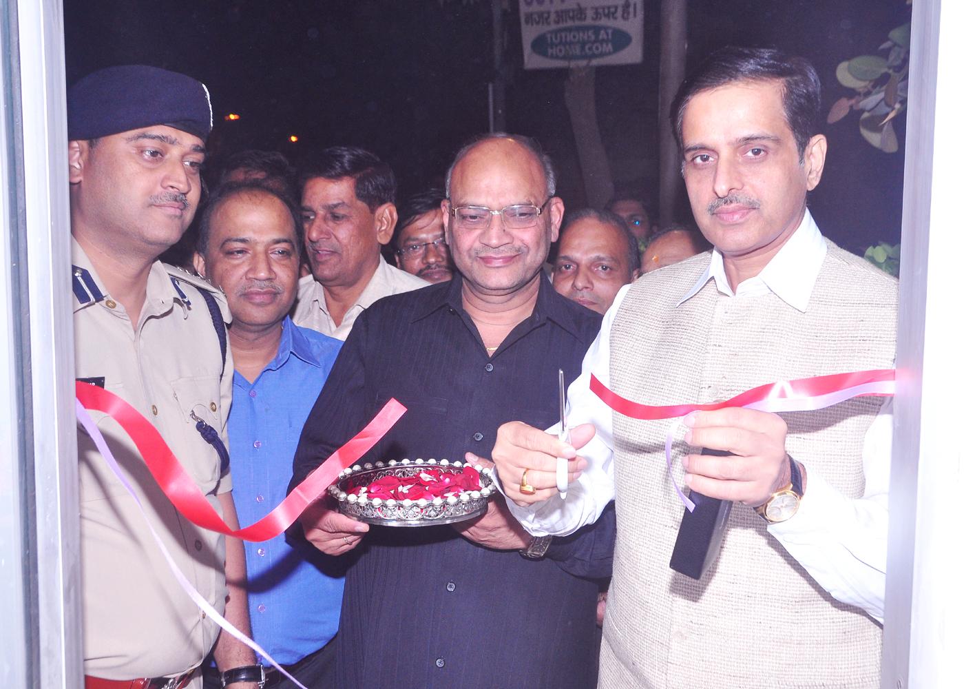 R. S. Krishnia, Jt.CP/Northern Range inaugurates the Neighbourhood Watch Scheme in the area of P. S. Mangol Puri