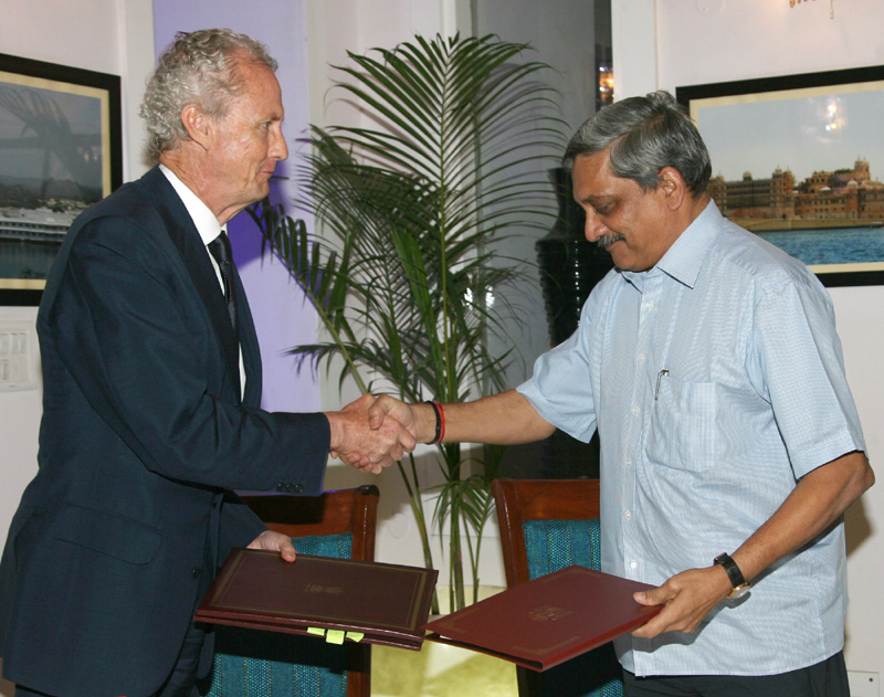 The Union Minister for Defence, Shri Manohar Parrikar and the Spanish Defence Minister,..