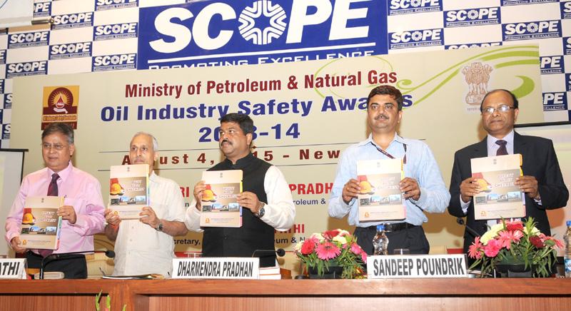 Shri Dharmendra Pradhan releasing the Safety Audit Checklist, at the presentation…