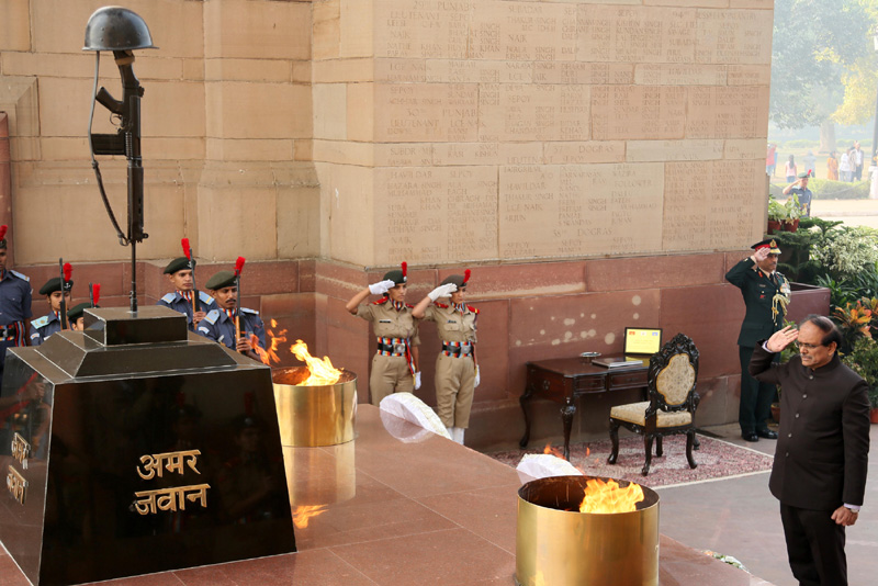 The Defence Secretary, Shri G. Mohan Kumar paying homage to the martyrs on the..