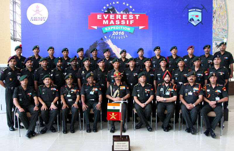 The Chief of Army Staff, General Dalbir Singh in a group photograph with the team members of the Indian Army Mount Everest Expedition 2016, in New Delhi