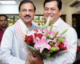 The Chief Minister of Assam, Shri Sarbananda Sonowal meeting the Minister of State..