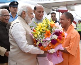 The Prime Minister, Shri Narendra Modi being received by the ..