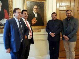 Sampla pays Homage to Dr Ambedkar at his London Home Memorial